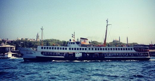 Les bateaubus, en liason des rives européennes et asiatiques du Bosphore